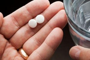 Qual é a eficácia da cetirizina e quais são seus efeitos colaterais
