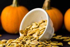 benefícios para a saúde de sementes de abóbora ou kaddu beej
