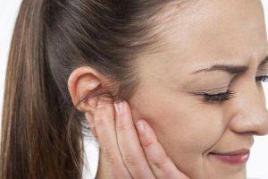 causas de espinha no ouvido e remédios para se livrar dele