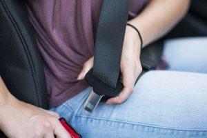como os cintos de segurança impedem lesões e salvam vidas