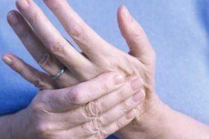 dedos inchados