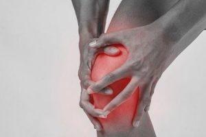 dor no joelho enquanto caminhava lá embaixo