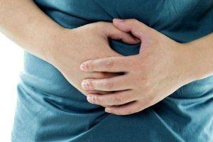 intestinos gorgolejantes que fazem seu estômago roncar