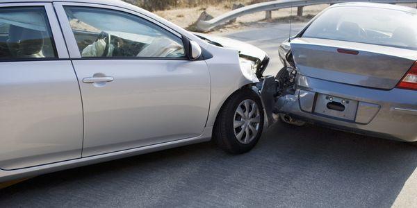 lesões comuns em uma colisão final e papel de advogado de danos pessoais na colisão traseira