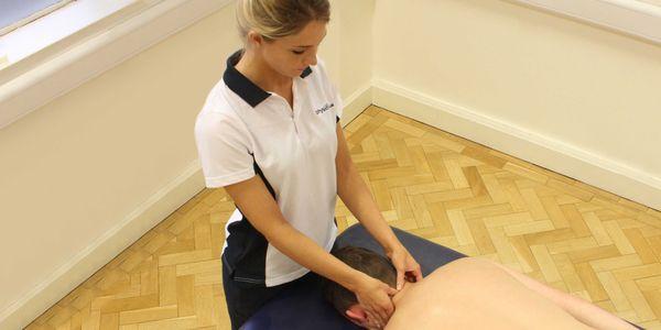 massagem terapêutica para hérnia de disco ou hérnia de disco