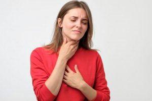 O lábios diminuir dos gelo inchaço faz o