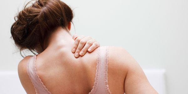 o que causa caroços no couro cabeludo e remédios naturais para se livrar dele