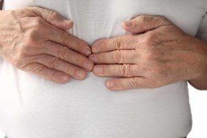 o que causa excessivo arroto e remédios naturais para pará-lo