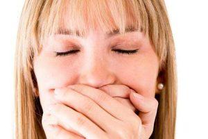 o que causa excesso de salivação ao falar e como reduzi-lo