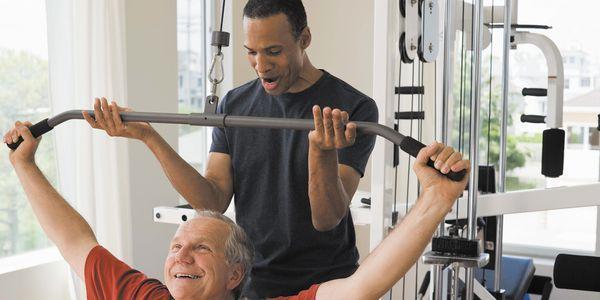 o que causa perda de força muscular com a idade e formas de retê-lo