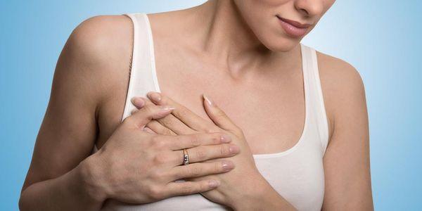 o que causa pressão no peito e dor no maxilar