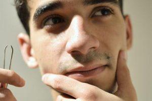 perigos de remover o cabelo do nariz