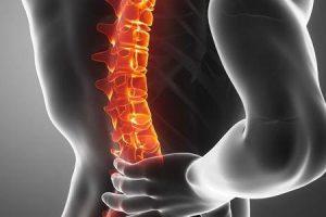 pode uma vértebra fraturada curar por conta própria