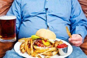 que alimentos podem danificar o fígado