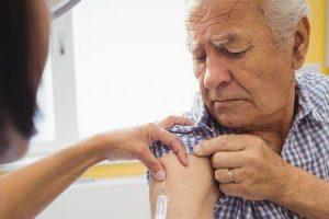 um calendário de vacinação para idosos