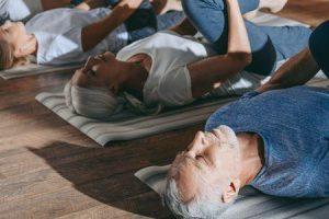 vantagens do exercício físico regular e formas de se manter em forma para os idosos