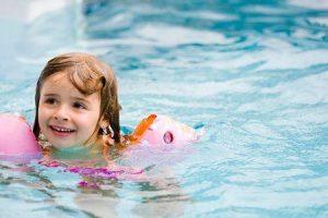você pode nadar em uma piscina com molusco contagioso