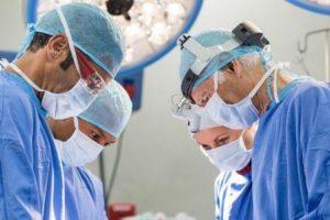 Qual é o procedimento de substituição da válvula de coração de porco