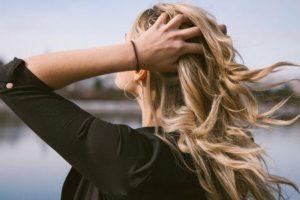 benefícios incríveis do óleo de tamanu para preservar a saúde do seu cabelo