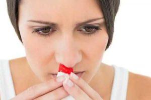 como parar um sangramento no nariz