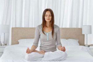 que poses de ioga podem ajudar a parar de roncar